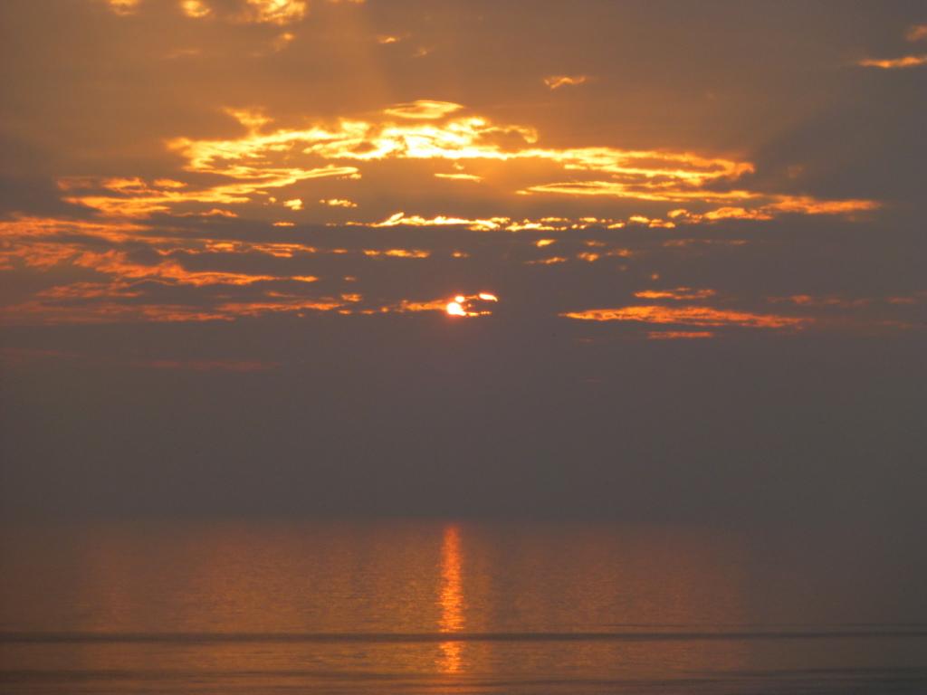 Sylt-Sonnenuntergang-Sonnenstrahl-Abendrot-Abendstimmung-Meer-Horizont